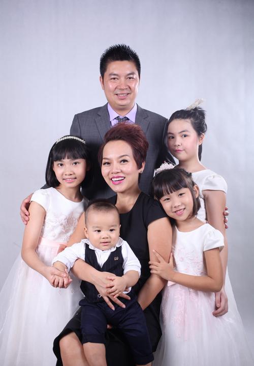 vo-chong-thai-thuy-linh-hanh-phuc-ben-con-chung-con-rieng-4