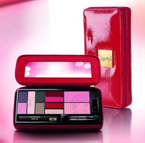 Bảng son YSL Extremely Versatile  Son bảng Ysl được đựng trong một bóp kèm theo màu hồng cánh sen vô cùng nữ tính. Chất son mềm, mùi thơm dễ chịu và bóng nhẹ. Tuy nhiên một số màu trong bảng song lại khá kén da. Bảng son YSL đang được bán với giá 48.40$ (~ 1.000.000vnđ)