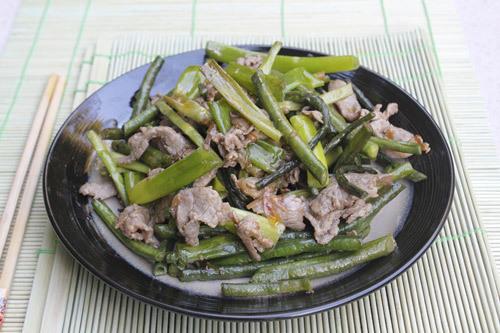 Đậu đũa giòn, ngọt được xào cùng với thịt bò mềm, đơn giản nhưng rất ngon miệng lại đủ chất cho cả nhà.