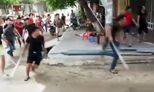 60 côn đồ truy sát cả gia đình ở Phú Thọ như trong phim