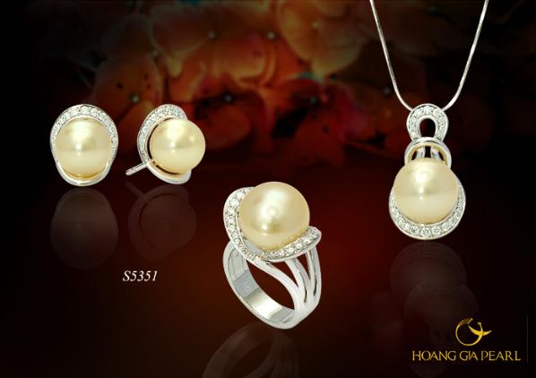 Những viên ngọc trai biển tròn hoàn hảo với ánh màu tự nhiên là vô cùng quý hiếm và có giá trị cao.