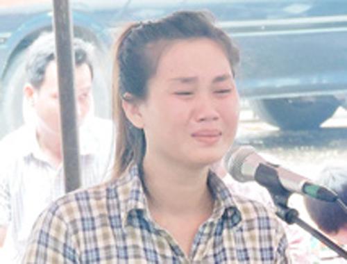 Bị cáo Nguyễn Thị Kiều khóc ân hận tại phiên tòa xét xử.
