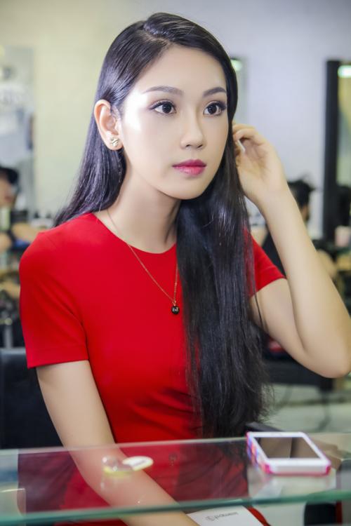 phuong-linh-cham-chut-nhan-sac-sau-khi-doat-a-khoi-ao-dai-3