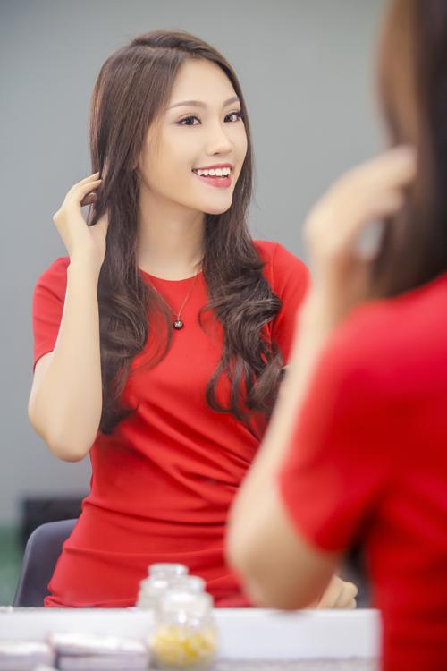 phuong-linh-cham-chut-nhan-sac-sau-khi-doat-a-khoi-ao-dai-6