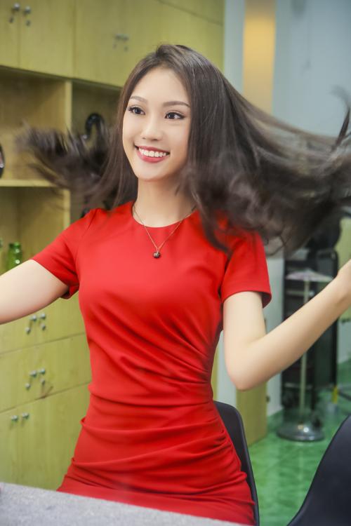 phuong-linh-cham-chut-nhan-sac-sau-khi-doat-a-khoi-ao-dai-7