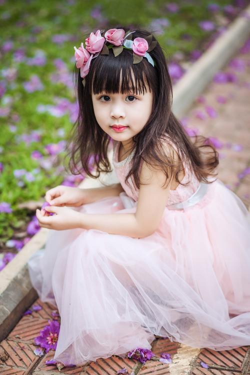 [Caption]Váy voan xòe bồng cùng với gam màu dịu ngọt của những viên kẹo sẽ khiến các thiên thần nhỏ thêm xinh xắn, đáng yêu.