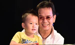 Con trai 3 tuổi quấn quýt bên nhạc sĩ Đức Huy