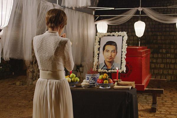 phi-hung-so-hai-khi-phai-nam-trong-quan-tai-dong-phim-5