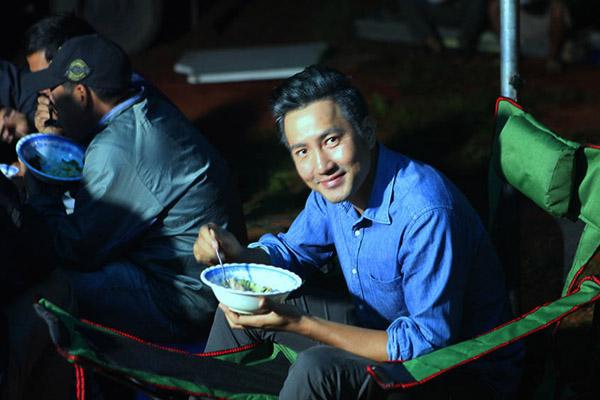 phi-hung-so-hai-khi-phai-nam-trong-quan-tai-dong-phim-7