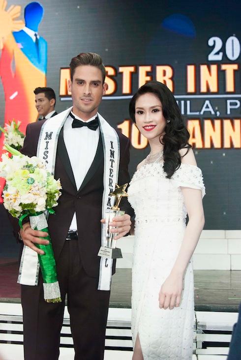 Newport Performing Arts Theatre tại Manila, Philipine đã diễn ra Đêm chung Kết Mr. International 2015 với sự tham dự của đông đảo các thí sinh đến từ 36 nước trên thế giới và trong đó Hoa Hậu Thu Vũ vinh dự là 1 trong 6 vị giám khảo của đêm chung kết này.