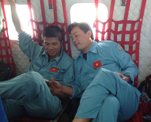 Trung úy Lam và đồng đội trong một lần thực hiện nhiệm vụ. Ảnh: Đồng đội cung cấp.