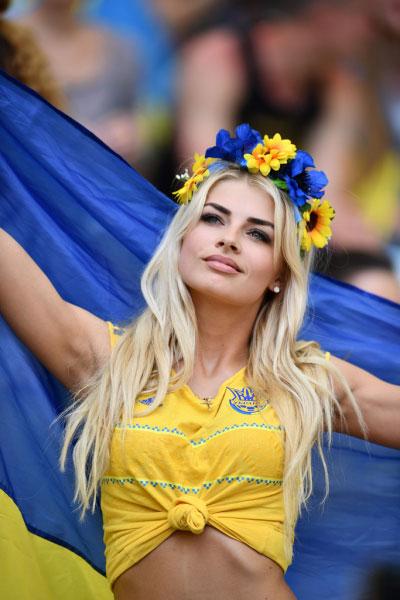 nguoi-dep-ba-lan-va-ukraine-do-eo-con-kien-8