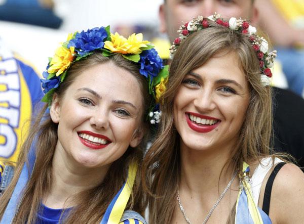 nguoi-dep-ba-lan-va-ukraine-do-eo-con-kien-13