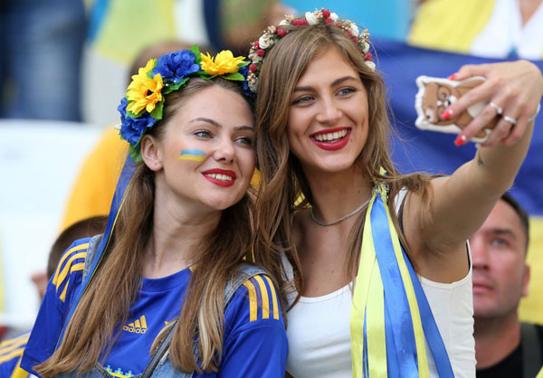 nguoi-dep-ba-lan-va-ukraine-do-eo-con-kien-14