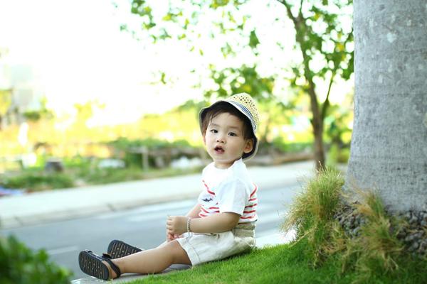 con-trai-diem-huong-sanh-dieu-nhu-fashionista-nhi-1