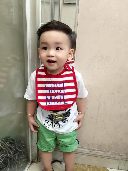 con-trai-diem-huong-sanh-dieu-nhu-fashionista-nhi-8
