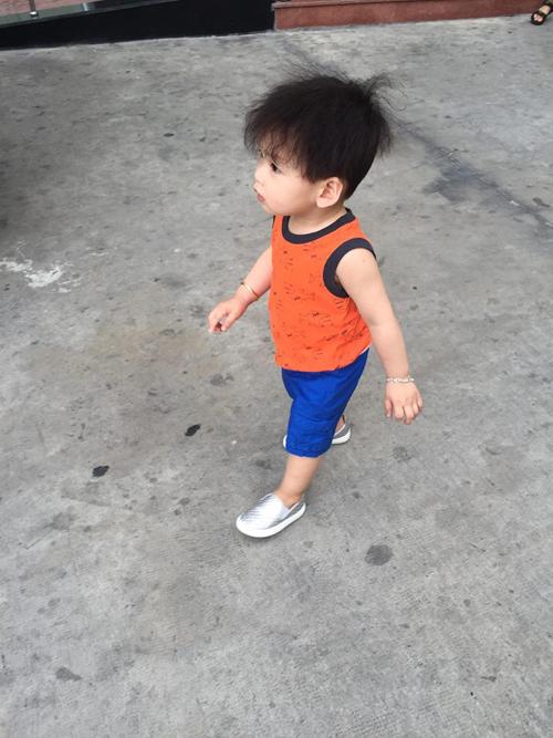 con-trai-diem-huong-sanh-dieu-nhu-fashionista-nhi-11