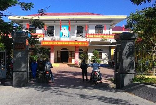 UBND thị trấn Thuận An, nơi ông Trần Bôn làm việc trước khi bỏ nhiệm sở một tuần nay.