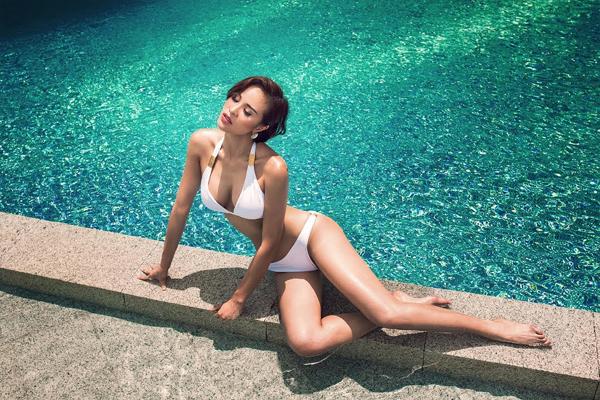 phuong-mai-dang-nang-khoe-hinh-the-sexy-voi-bikini-8