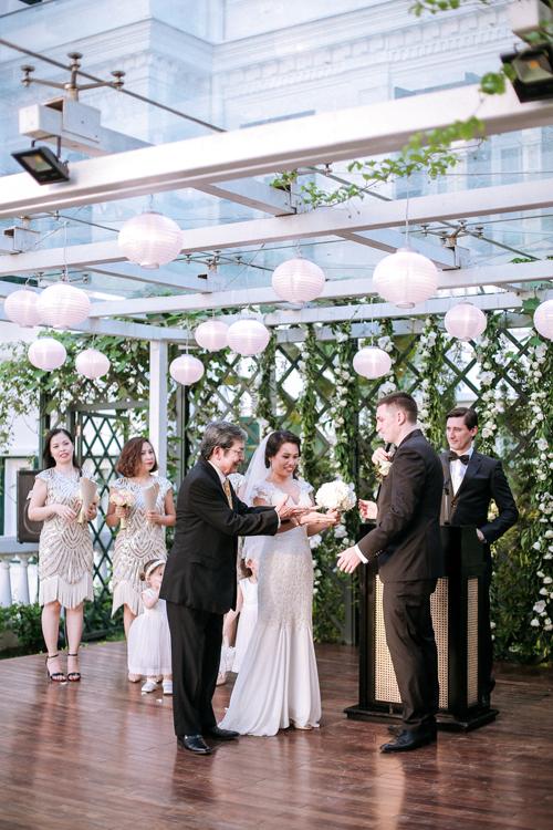 [Caption]tone màu trang trí của phần này là sắc trắng kem tinh khiết nền nã, điểm chút xanh lá giúp tạo sự tự nhiên phù hợp với không gian vườn của khách sạn.