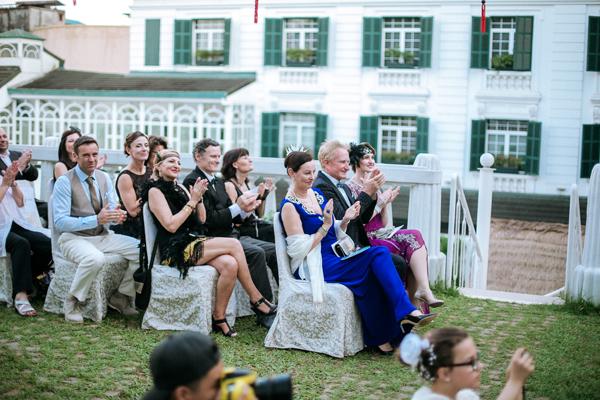 [Caption]Đám cưới là cơ hội để cặp đôi sum họp cùng gia đình, người thân, bạn bè đến từ rất nhiều quốc gia trên thế giới, cùng tụ họp tại Hà Nội, quê hương của My và cũng là nơi hai người đã gặp nhau.