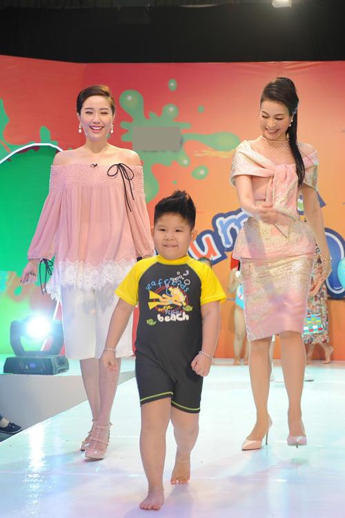 bao-thy-thanh-mai-hao-hung-catwalk-cung-mau-nhi-3