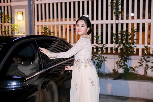 mc-hong-phuong-bau-3-thang-van-tu-lai-xe-di-event-2