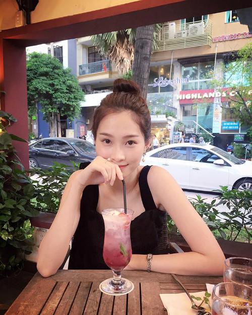 Hoa hậu Thu Thảo tái xuất trên Facebook sau nhiều ngày vắng bóng: Các bạn thấy hình mình hôm nay rồi đừng cằn nhằn mình lười up hình nữa nha