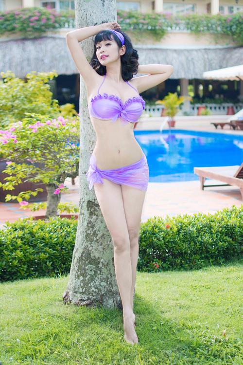 le-kieu-nhu-sexy-voi-bikini-lam-tu-tui-nilon-2