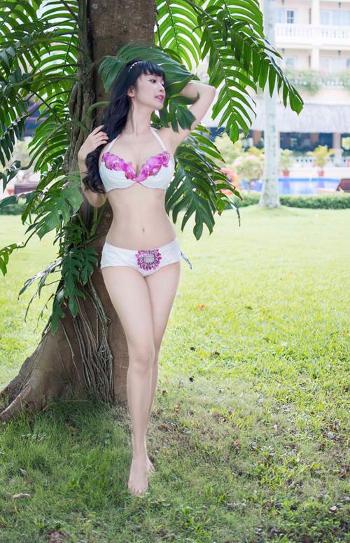 le-kieu-nhu-sexy-voi-bikini-lam-tu-tui-nilon-3