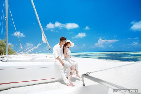 [Caption]Theo tiết lộ của chú rể, tổng chi phí cho chuyến du lịch kết hợp chụp ảnh cưới khoảng 32.500 USD (hơn 700 triệu đồng), trong đó những khoản lớn nhất là tiền vé máy bay cho 6 người khoảng 4.200 USD, chi phí nghỉ tại resort là 16.000 USD, tiền ăn trên đảo khoảng 4.500 USD.