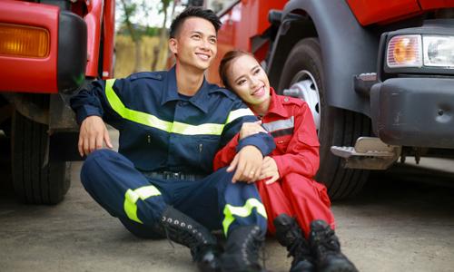 Ảnh cưới 'độc' của nữ trung úy Phòng cháy và chàng lính cứu hỏa