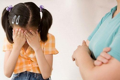Phần lớn người lớn vẫn cho rằng: Chuyện đánh con là chuyện thường, chuyện riêng của mỗi nhà. Thậm chí nhiều nhà chưa bao giờ thấy bố mẹ nói: Xin lỗi con.Ảnh minh họa.
