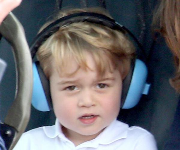 Hoàng tử George hôm qua gây chú ý khi