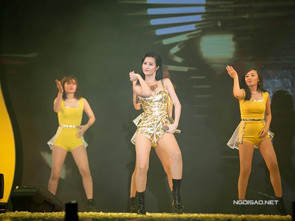 dong-nhi-nga-song-soai-tren-san-khau-3