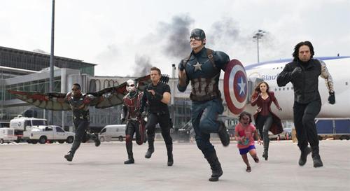 Cô bé vinh dự khi là thành viên nhí của nhóm siêu anh hùng, có nhiệm vụ giải cứu thế giới.