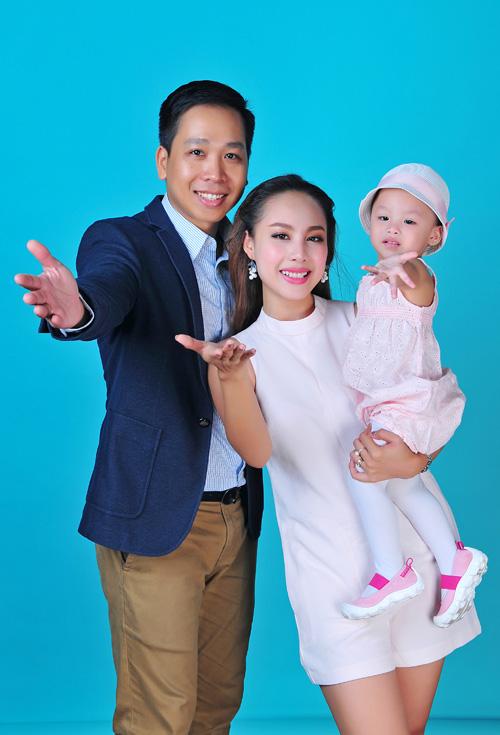 mc-do-phuong-thao-lan-dau-khoe-chong-va-con-gai-1