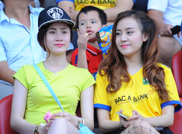ba-tung-va-dan-hot-girl-nghe-an-toa-sac-o-v-league-4