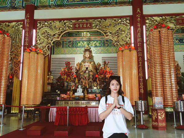 kha-ngan-me-an-mi-xao-lai-xe-dia-hinh-o-malaysia-10