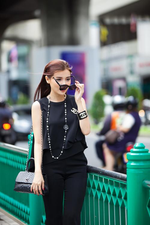 cao-thai-ha-khoe-street-style-tren-dat-thai-2