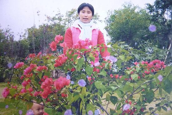 Tấm ảnh chân dung của chị Hoàng Thị Tuyết gửi về nhà.