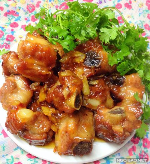 Nếu là tín đồ của món sườn xào chua ngọt thì bạn phải thử ngay kiểu sườn rim mật ong này, ngọt thơm và ngon khó cưỡng.