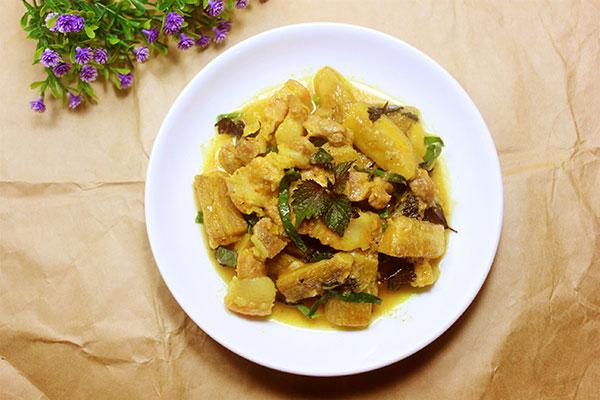 Thịt om chuối là món ăn khá bình dị và quen thuộc. Tuy nhiên với mỗi cách chế biến khác nhau thì hương vị món ăn cũng sẽ khác nhau.