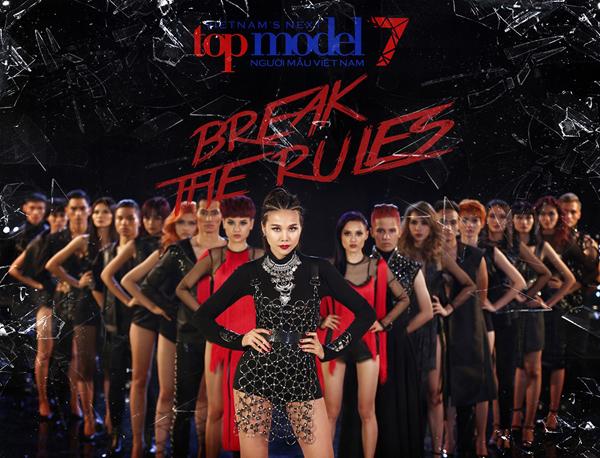Kết thúc tập một, siêu mẫu Thanh Hằng đã lựa chọn được 18 thí sinh xuất sắc nhất góp mặt tại nhà chung của Vietnams Next Top Model mùa thứ 7.