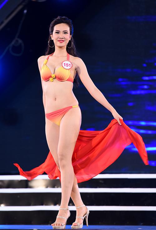 top-18-hoa-hau-viet-nam-phia-bac-khoe-duong-cong-voi-bikini-3