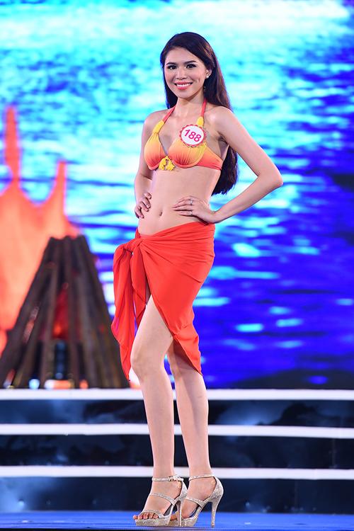 top-18-hoa-hau-viet-nam-phia-bac-khoe-duong-cong-voi-bikini-4