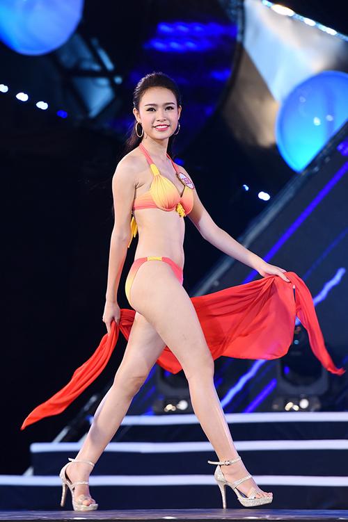 top-18-hoa-hau-viet-nam-phia-bac-khoe-duong-cong-voi-bikini