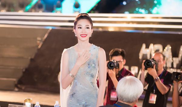 Sự xuất hiện của Thu Thảo nhận được rất nhiều sự chú ý của khán giả tại Tuần Châu.