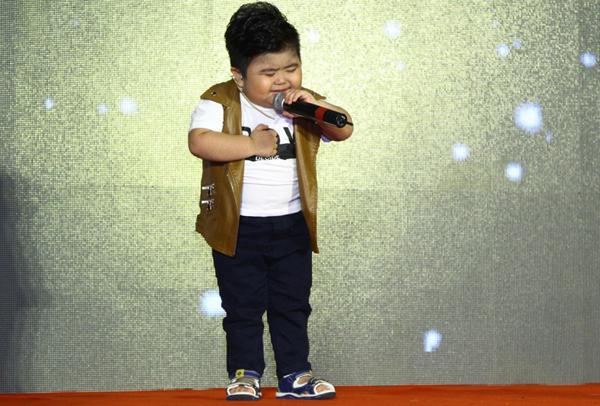 bach-cong-khanh-lam-doi-truong-nguoi-hung-ti-hon-2