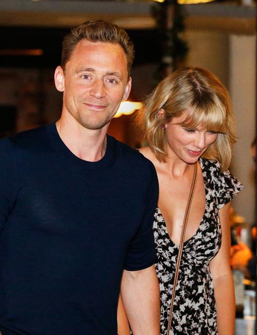 tom-hiddleston-thue-ca-rap-chieu-phim-de-di-xem-voi-taylor